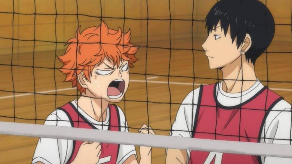Hinata e Kageyama em uma partida de vôlei no anime