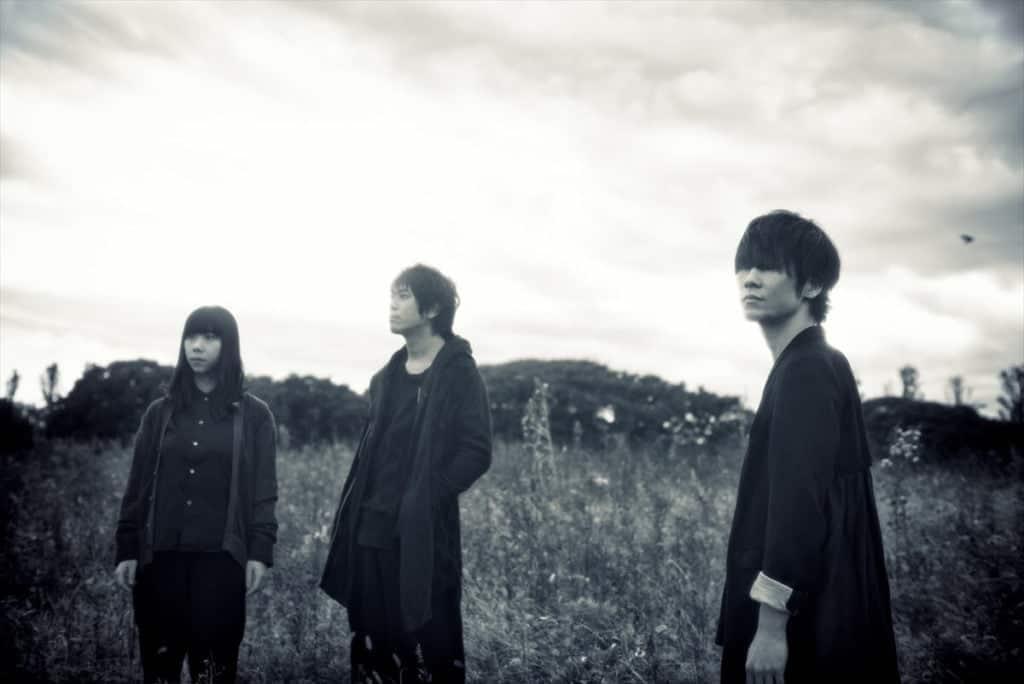 Foto dos três integrantes da banda Ling Tosite Sigure