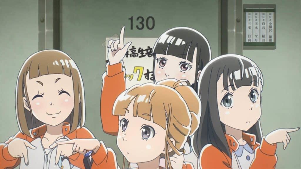 Sora yori mo Tooi Basho garotas apontando cada uma para um lado diferente