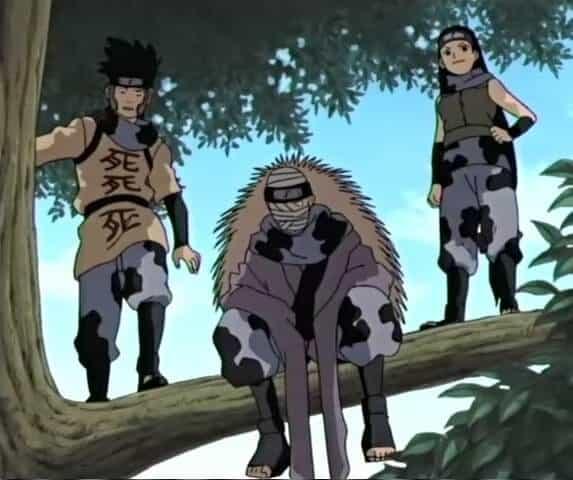trio da vila do som em naruto clássico, em cima de uma árvore