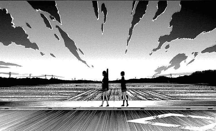 aya e sua amiga andando ao por do sol