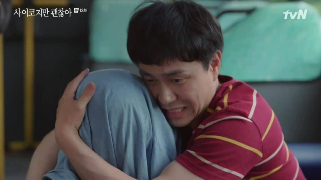 Imagem retirada da série Its Okay To Not Be Okay do Sang-tae acalmando outra pessoa