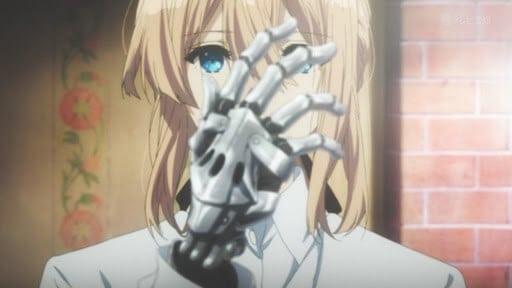 Violet olhando para a sua mão mecânica