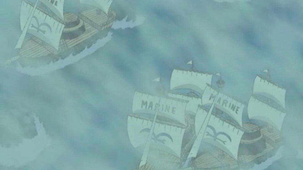 Navios da marinha presos na neblina