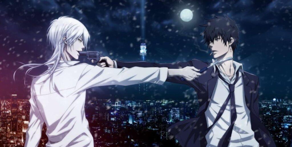Imagem de Makishima Shougo apontando uma faca para Kougami Shinya, e Kougami apontando uma arma contra Makishima