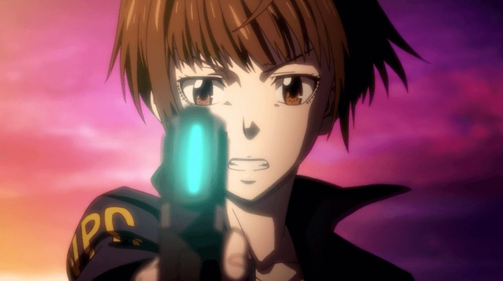 Inspetora Akane segurando a dominator