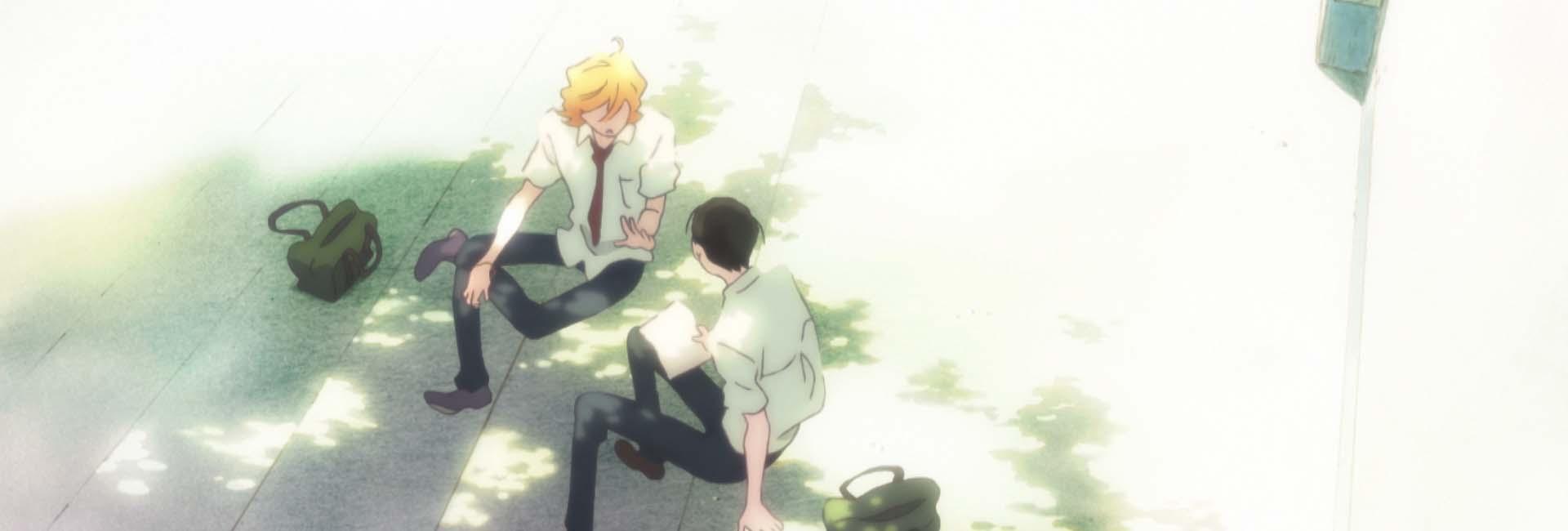 personagens principais de doukyuusei sentados debaixo de um árvore conversando