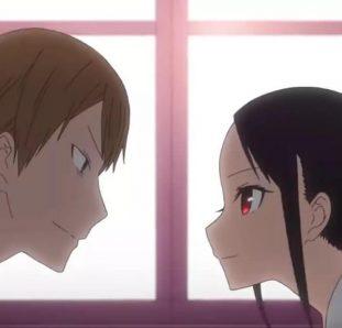 Kaguya sama protagonistas Shinomiya e Shirogane se olhando