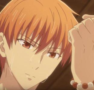 Fruits Basket Yuu suando olhando para seu braço esquerdo